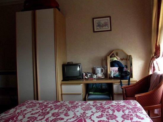 Somerset Hotel: Bedroom