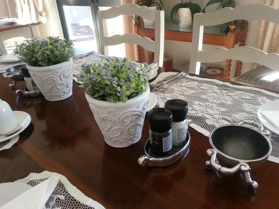 Stone Olive Guest House: elegant touches on breakfast tables