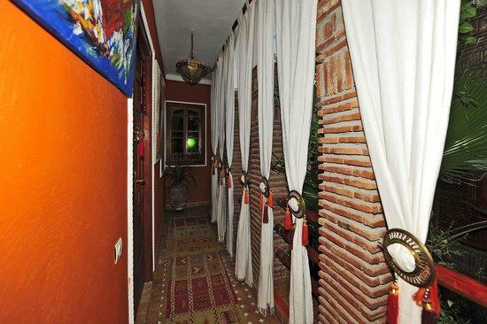 Riad CharCam : décoration des couloirs
