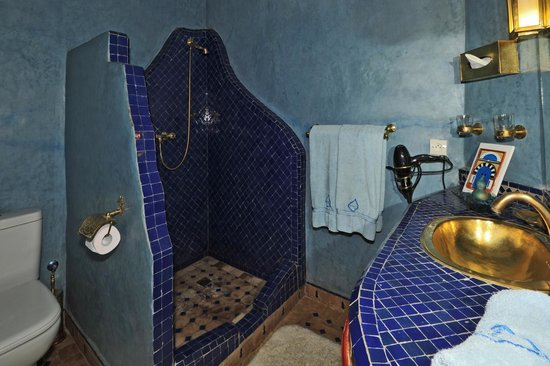Riad CharCam : Coin toilettes de la chambre bleue