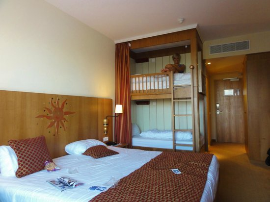 Family Hotel Rooms In Paris France