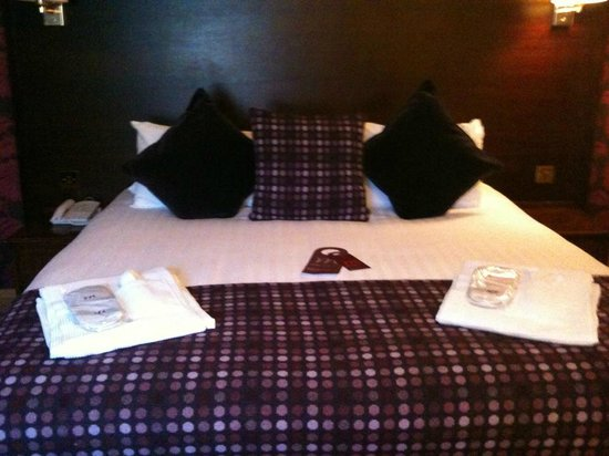 Mercure York Fairfield Manor Hotel: Robe & slippers provided in room