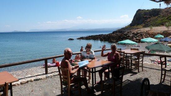 Afrata Beach: ristorantino..