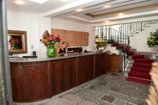 Hotel Ristorante La Palazzina: Reception area at the entrance