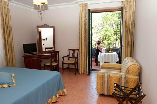 Hotel Ristorante La Palazzina: Room with balcony access overlooking garden