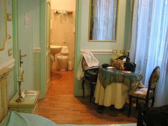 Casa Fenice : En-suite bedroom