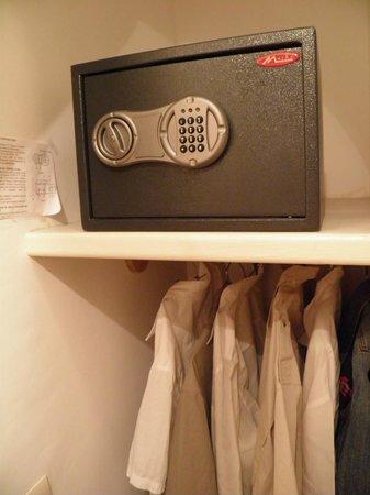 Riad Mirage : Caja fuerte y vestidor, habitación nº 5.