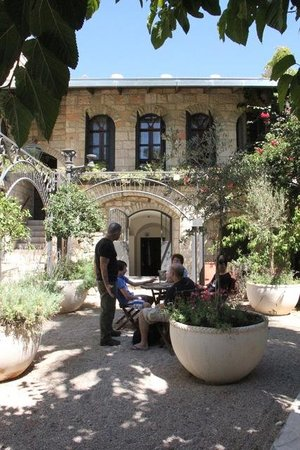 Alegra - Boutique Hotel: the front garden