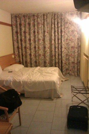 Hotel Marco Polo: Camera vecchia e trascurata