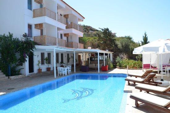 Mavilim Hotel : Pool mit Teilen der Aussenanlage