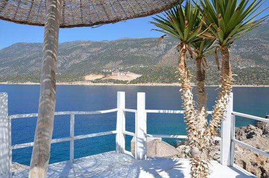 Mavilim Hotel: Liegeplattform am Meer