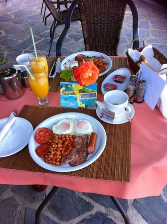 Dina's Paradise Hotel & Apartments: My birthday breakfast at Dina's