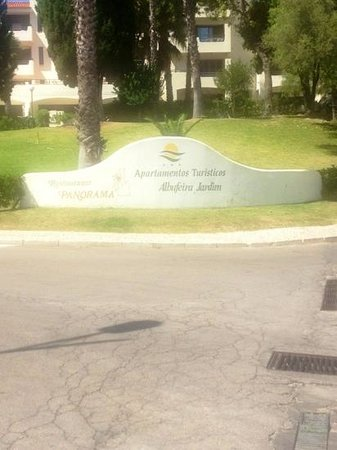 Albufeira Jardim - Apartamentos Turisticos: entrance to apartment complex