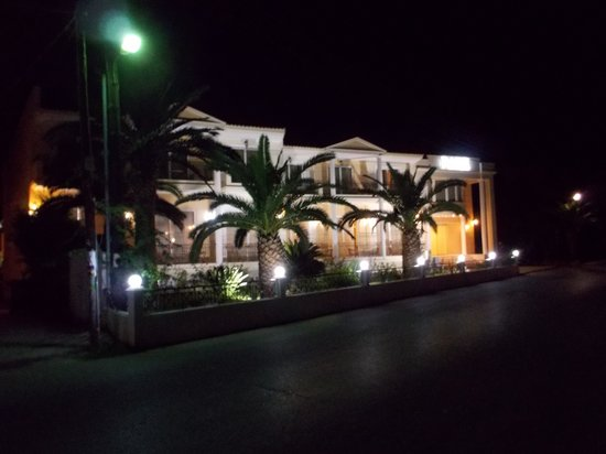 Park Hotel at night