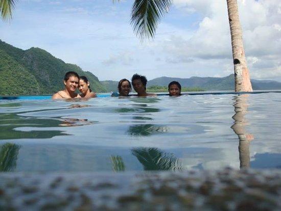 Majika's Island Resort: Couple shot and I