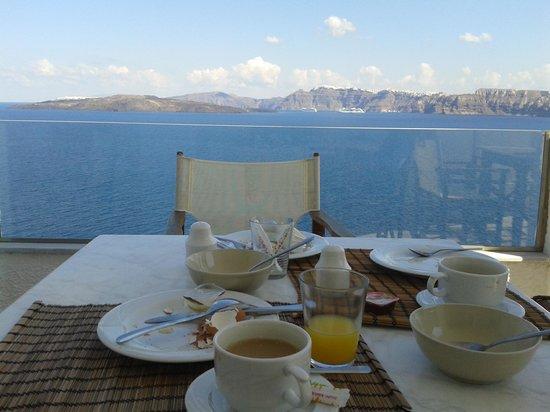 Kokkinos Villas: breakfast is different