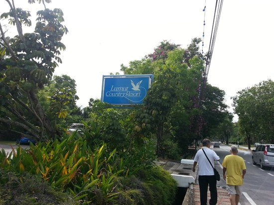 Lumut Country Resort Road Sign