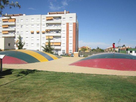 La Ciudad de los Ninos y la Ninas: Giant Trampolines