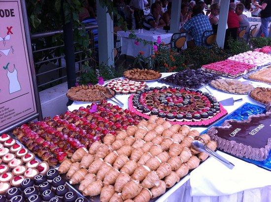 Hydramis Palace Beach Resort: Le buffet dessert du mercredi