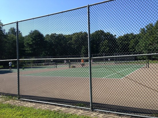 Holmdel Park: tennis courts