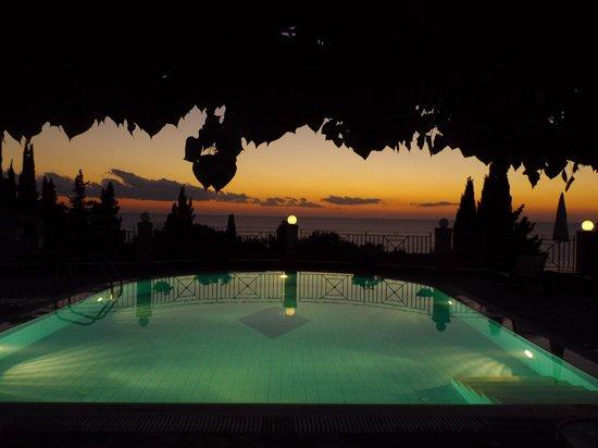Dina's Paradise Hotel & Apartments: Sunset at Dina's