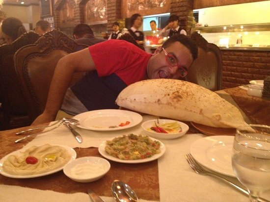 Sultan Restaurant Guangzhou: The Pita Bread - Pillow Sized!