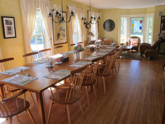 Applewood Inn: Breakfast room