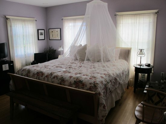 Applewood Inn: one of the bedrooms