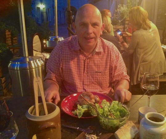 Froggy's Tavern: Out door dinning
