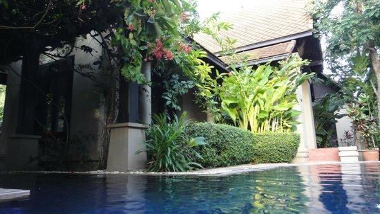 Montra Hotel: unser Haus vom Pool aus