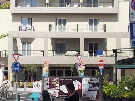 Eden Hotel: Rooms that look ver the Piaza