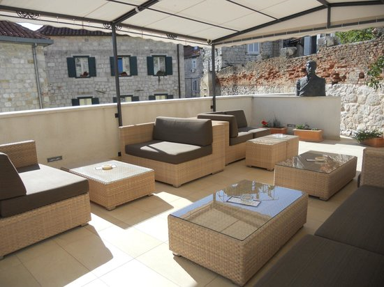 Marmont Hotel Heritage: First floor terrace