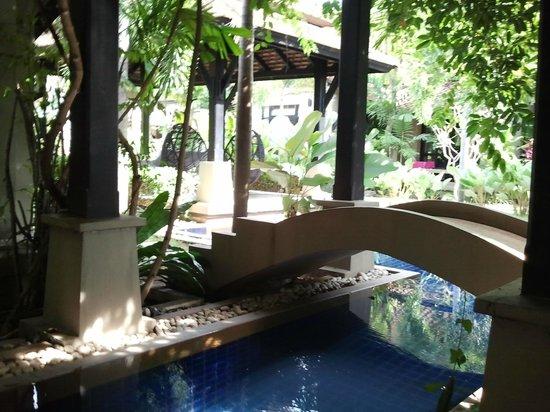 Montra Hotel: der idyllische Weg, welcher die Villen mit dem