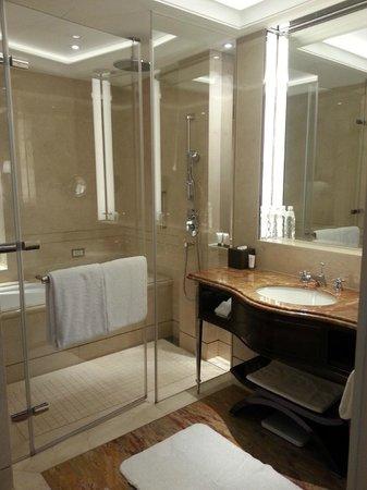 ดิ โอกุระ เพรสทีจ ไทเป: Bathroom