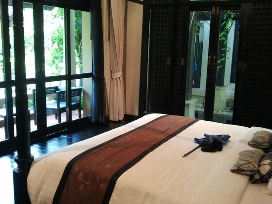 Montra Hotel: Blick vom Schlafbereich auf die Terasse und zum eigenen Pool-Zugang