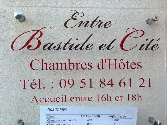 Entre Bastide et Cite: Targa di ingresso
