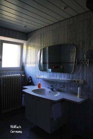 Schwarzwaldhotel Garni Wolfach : Bathroom