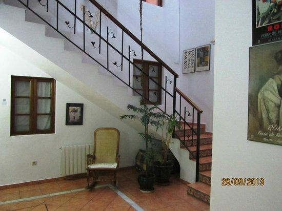Hotel Morales: Bas de l'escalier