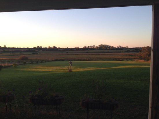 Golden Grape B&B: Sunrise in back