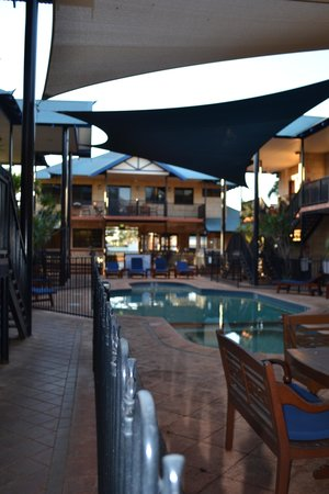 Blue Seas Resort: Pool area with apartments