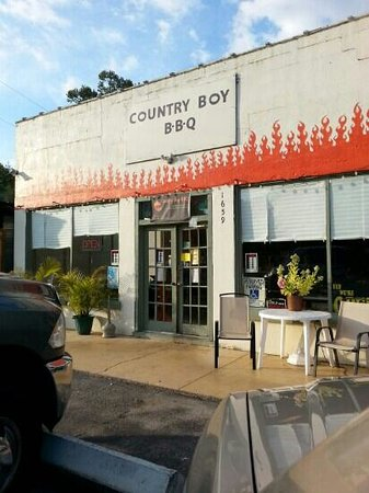 Country Boy BBQ: yummy ribs!
