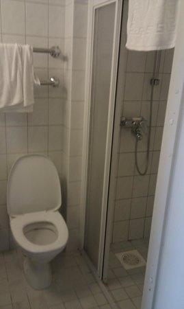 Pirita Spa Hotel: Tuvalet ve Duş