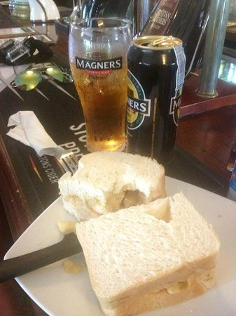 The Mason's Arms : Cider and chip butty's oh yes please!
