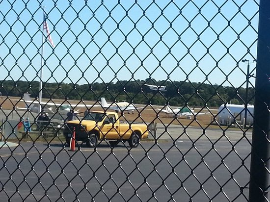 Hangar B Eatery : Runway view from the road