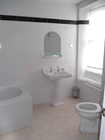 The Ship in Dock Inn : en suite bathroom
