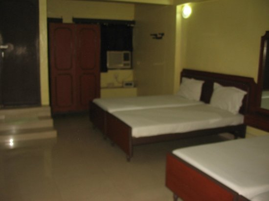 Sorrento Guest House: triple bed a/c