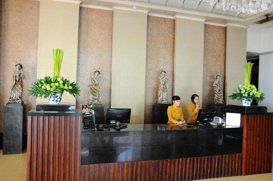 Sheraton Mustika Yogyakarta Resort and Spa: front desk