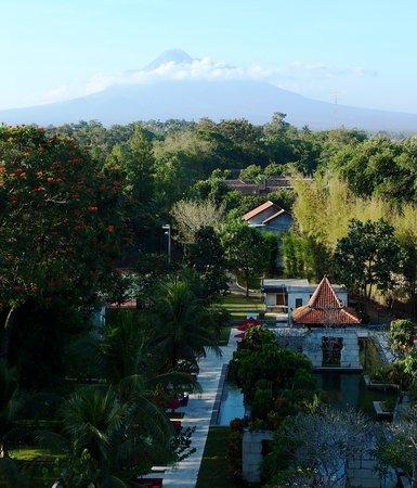 Sheraton Mustika Yogyakarta Resort and Spa: Poolside and volcano