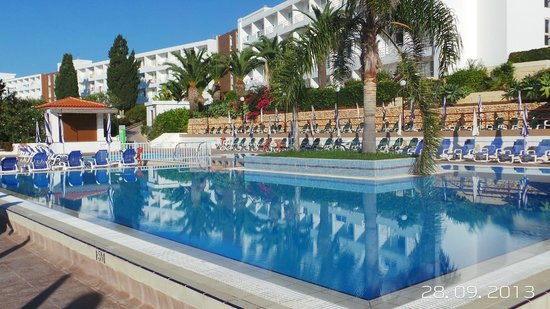 Maritim Antonine Hotel Spa Day By The Pool