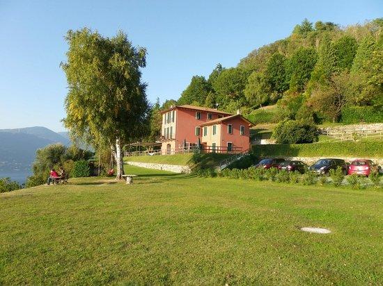 Locanda Pozzetto: vue de l'hôtel et du restaurant